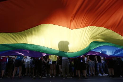 Facebook και Instagram απαγορεύουν την προώθηση της «θεραπείας μεταστροφής» ομοφυλοφίλων