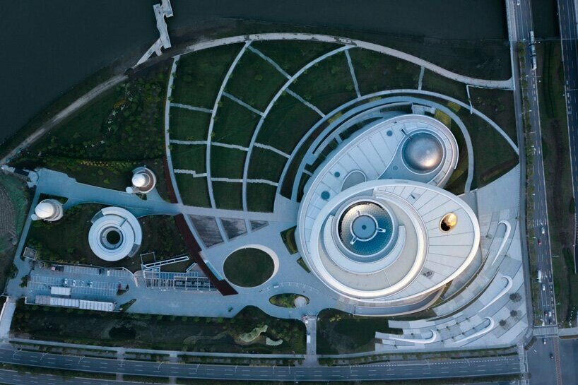 https://www.lifo.gr/sites/default/files/styles/free_height_large/public/articles/2021-07-10/world-largest-astronomy-museum-ennead-architects-opens-shanghai-designboom-3.jpg?itok=ll6_tWvn