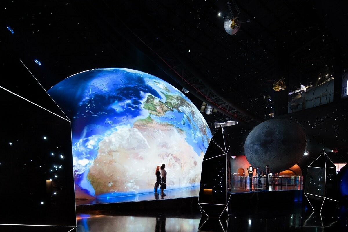 https://www.lifo.gr/sites/default/files/styles/free_height_large/public/articles/2021-07-10/world-largest-astronomy-museum-ennead-architects-opens-shanghai-designboom-c.jpg?itok=GF6ujKol