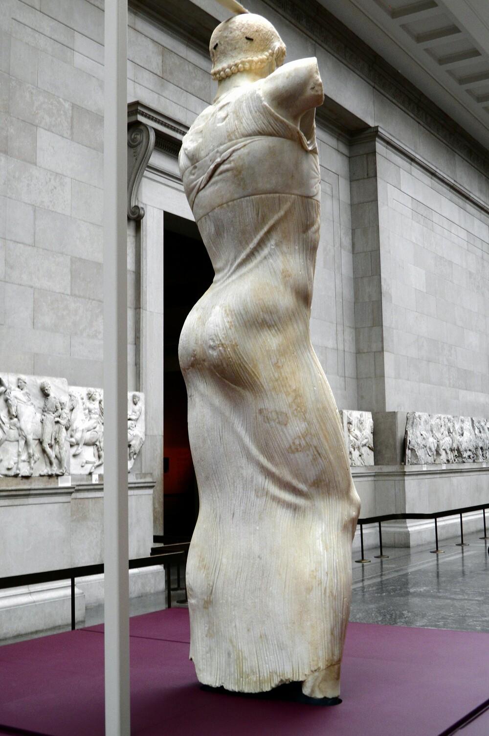 https://www.lifo.gr/sites/default/files/styles/free_height_medium/public/articles/2020-11-05/06.the_motya_charioteer.jpg?itok=evokX7m-