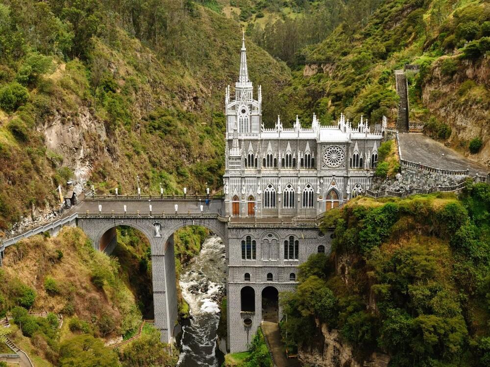 https://www.lifo.gr/sites/default/files/styles/free_height_medium/public/articles/2021-03-12/admire-the-stunning-neo-gothic-architecture-of-las-lajas-sanctuary.jpg?itok=N_NeEg4M