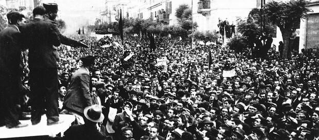 Tο 1936 σκοτώνονται 12 διαδηλωτές από πυρά της χωροφυλακής Θεσσαλονίκης και  τραυματίζονται εκατοντάδες άλλοι | LiFO