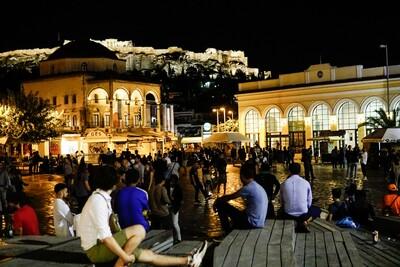 Κορωνοϊός: Φαινόμενα συνωστισμού σε πλατείες της Αθήνας μετά τις 12 που  έκλεισαν τα περίπτερα | LiFO