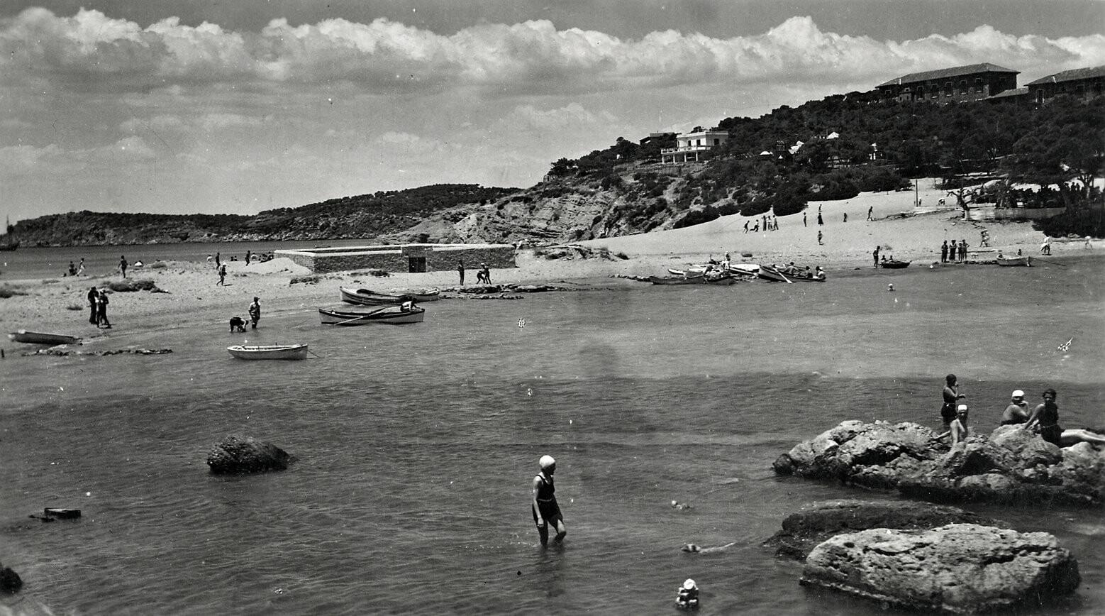 Στις παραλίες των νοτίων προαστίων τη δεκαετία του '60   LiFO