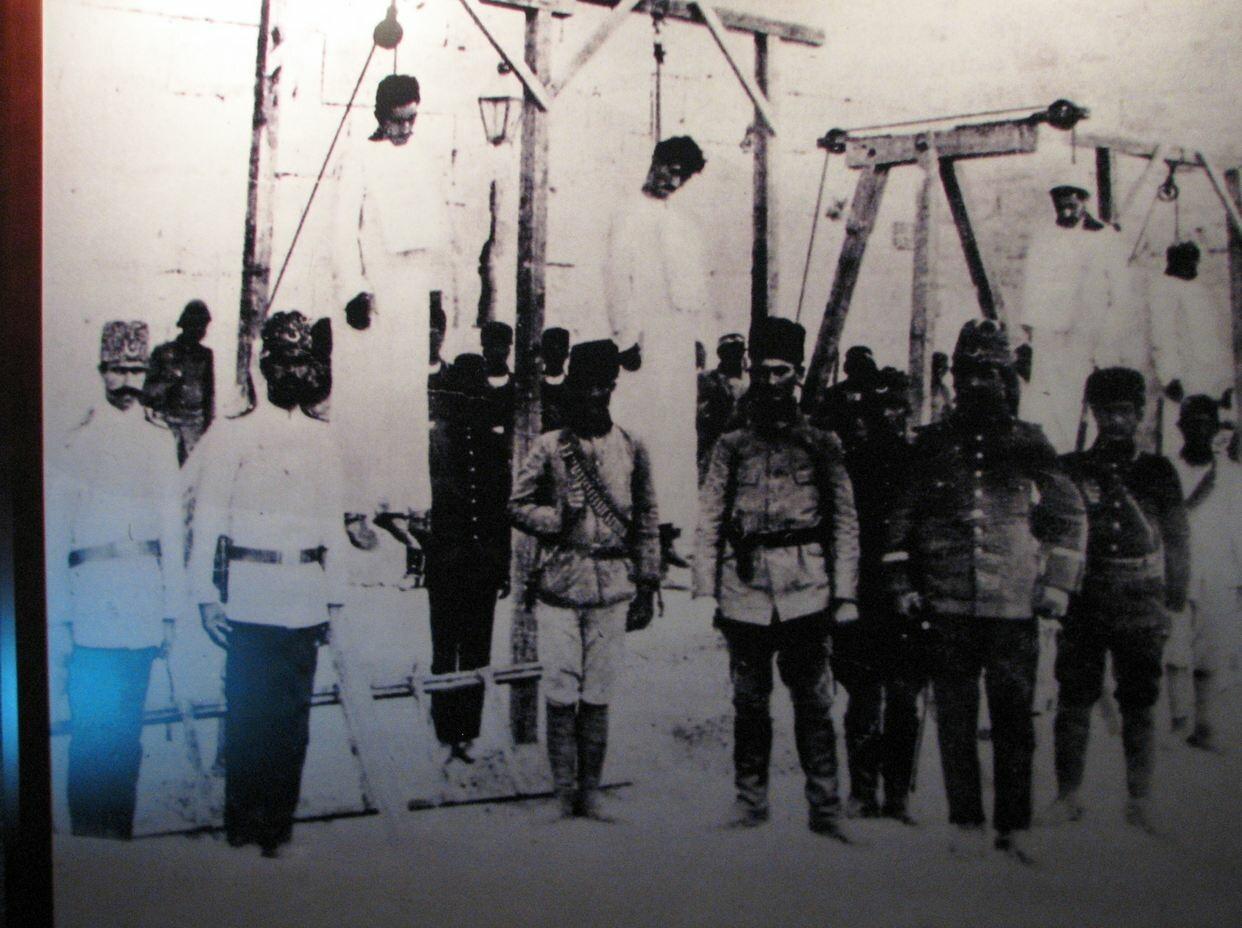 To 1915 ξεκινά η Γενοκτονία των Αρμενίων | LiFO