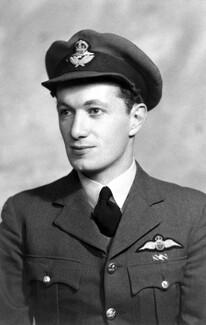 Η άγνωστη ιστορία του Έλληνα πιλότου της βρετανικής αεροπορίας που κατέρριψε 19 γερμανικά αεροπλάνα στον Β' Παγκόσμιο Πόλεμο