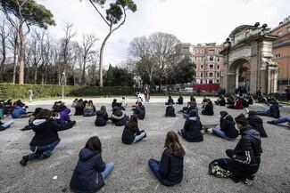 Italia: una folla di studenti per aprire scuole -