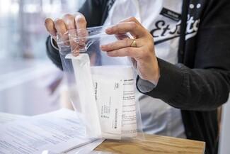 Self test: Ξεκινά σήμερα η διάθεση στα φαρμακεία - Ποιοι δικαιούνται και πώς χρησιμοποιείται