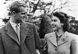 Βασίλισσα Ελισάβετ και πρίγκιπας Φίλιππος: Η άγνωστη ιστορία αγάπης - «Ποτέ δεν κοίταξε άλλον»