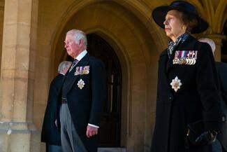 Πρίγκιπας Φίλιππος: Χ+1 στιγμιότυπα από το τελευταίο αντίο - Η βασίλισσα, οι πρίγκιπες, οι δούκισσες και η τελετή