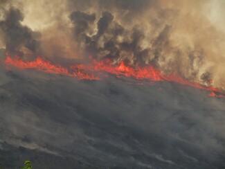 Σε ύφεση η φωτιά στην Πάρο: Χωρίς ενιαίο μέτωπο, μόνο με διάσπαρτες εστίες