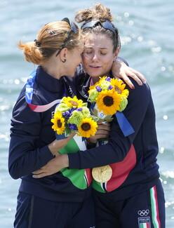 Τόκιο: Οι ανθοδέσμες που παίρνουν οι Ολυμπιονίκες έχουν βαθύτερο νόημα για την Ιαπωνία