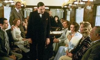 Μέσα στο βαγόνι-εστιατόριο του «Orient Express» λίγο πριν τα εγκαίνιά του στη ΔΕΘ.