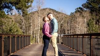 Ένας 24χρονος βρήκε τον έρωτα και νεφρό μέσω Tinder- Παντρεύτηκε τον δότη: «Ήταν γραφτό»