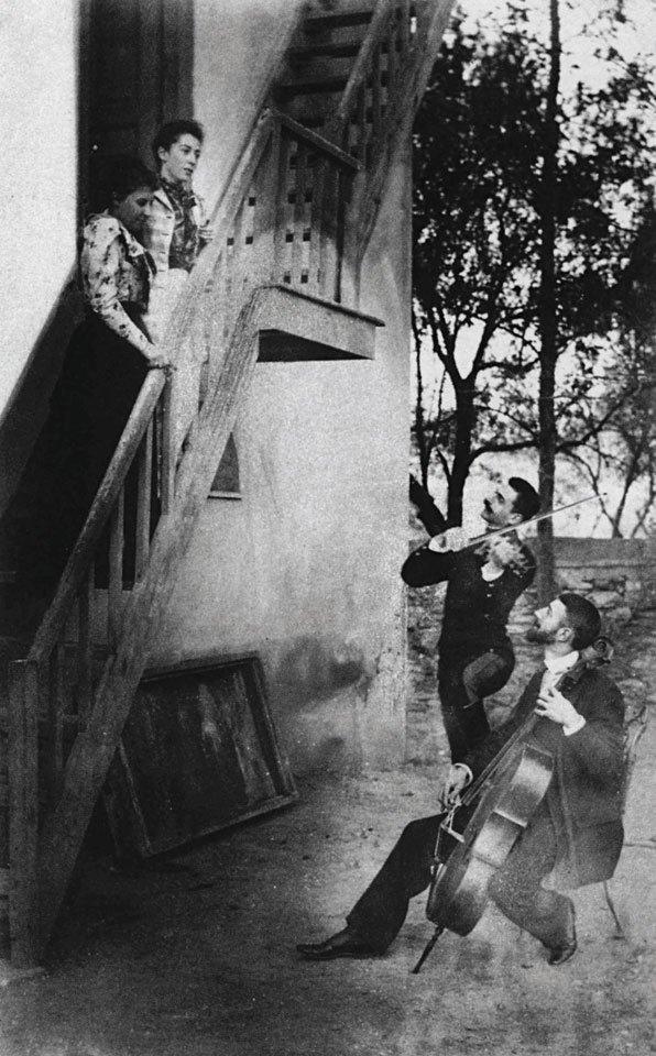 Αγνώστου φωτογράφου, Παύλος και Λέων Μελάς με τις συζύγους τους Ναταλία και Ανδρομάχη, 1890. Συλλογή Ναταλίας Ιωαννίδη.
